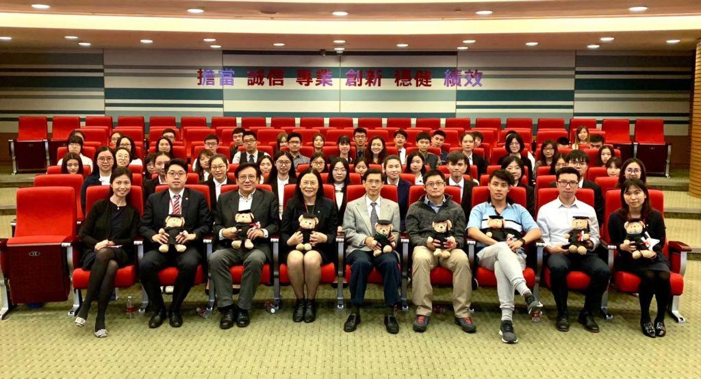 澳大師生參觀中國銀行